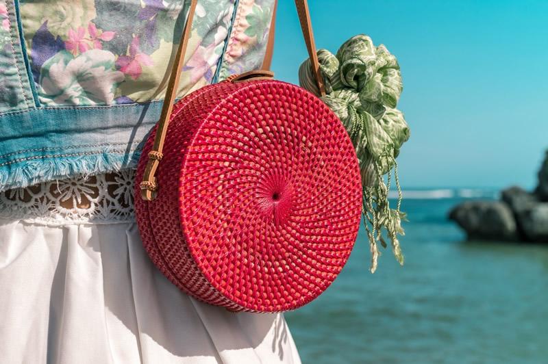 Цветные соломенные сумки